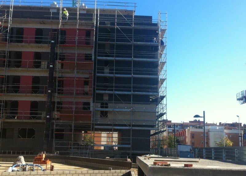 Fachada ventilada en edificio de viviendas